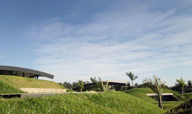 bauen architects hillside home built into landscape paraguay 1 A Unique Hillside Home Built Into the Landscape