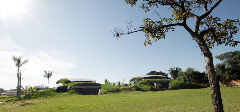 bauen architects hillside home built into landscape paraguay 3 A Unique Hillside Home Built Into the Landscape