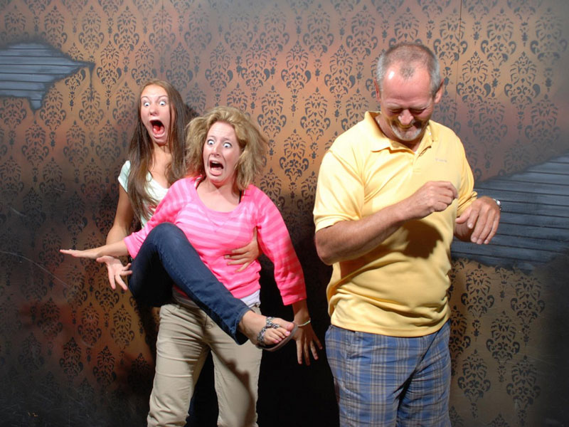 haunted house leg raise scared halloween 15 Haunted House Photos of Terrified People