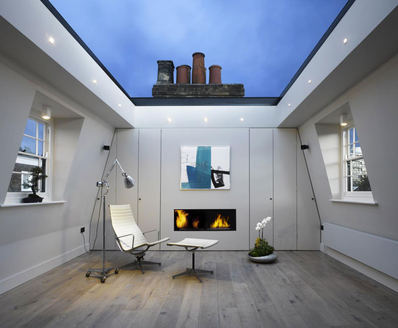 house with window for roof retractable ceiling chelsea london 10 House in London With a Retractable Glass Roof