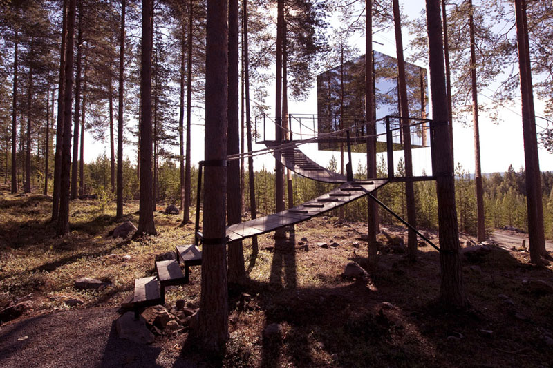 mirror cube treehotel sweden 1 The HemLoft: A Secret Tree House in the Woods