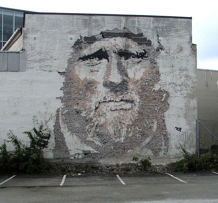 portraits chiseled into walls street art vhils alexandre farto 8 15 Street Art Portraits Chiseled Into Walls