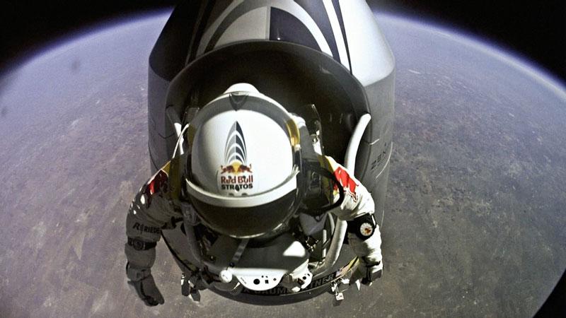 red bull stratos felix baumgartner space jump 15 21 Epic Photos of the Red Bull Stratos Space Jump