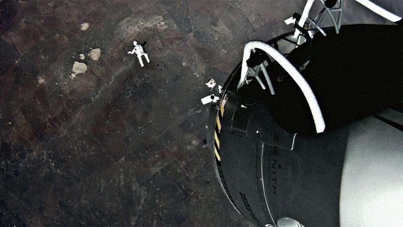 red bull stratos felix baumgartner space jump 16 21 Epic Photos of the Red Bull Stratos Space Jump
