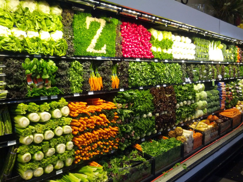 vegetable display art grocery store supermarket 12 Artful Displays of Vegetables