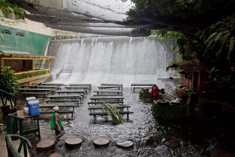 waterfall restaurant villa escudero phillippines 7 A Restaurant Beside a Waterfall