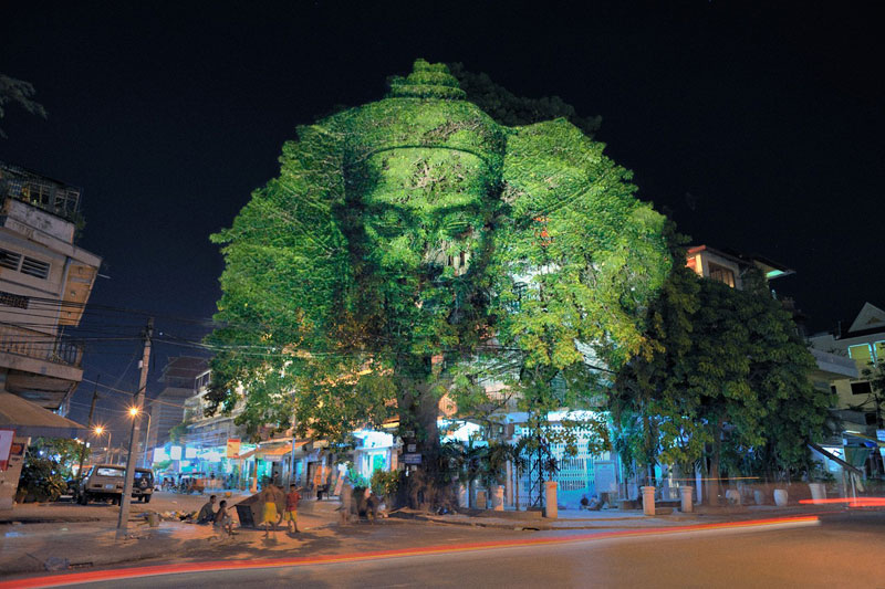 3d images projected onto trees clement briend 4 Haunting 3D Images Projected Onto Trees
