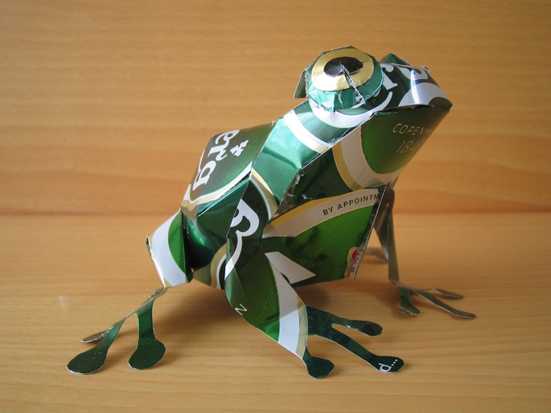 frog  made from aluminum cans japanese artist makaon