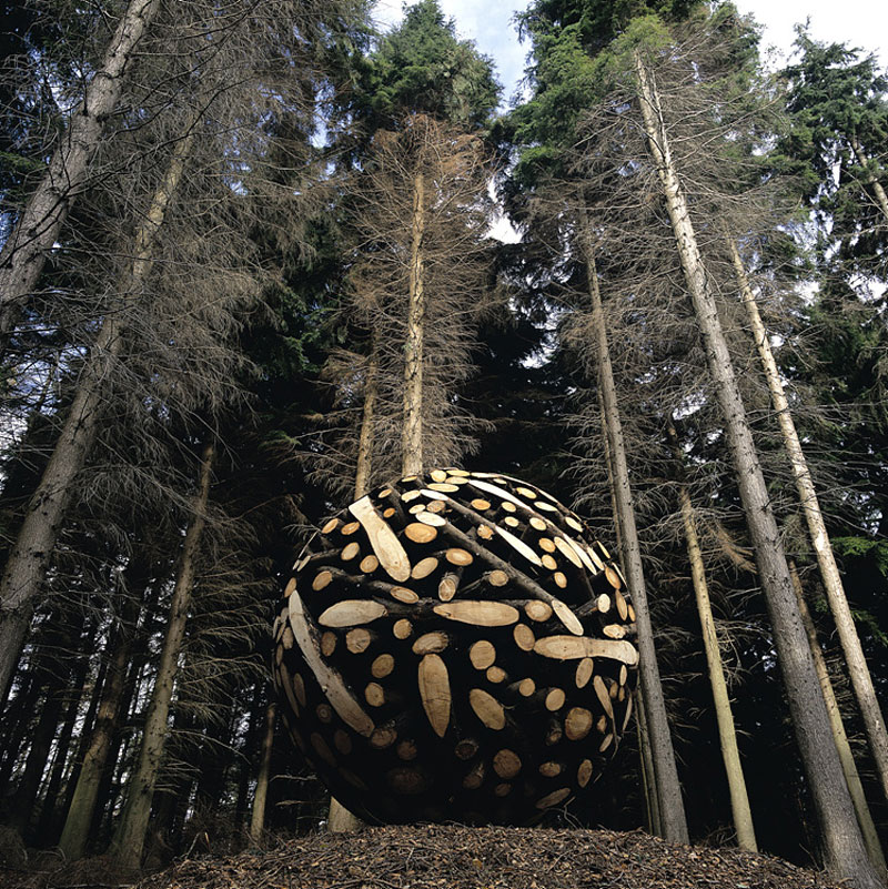 giant wooden spheres lee jae hyo sculptures 3 Colossal Wooden Spheres Made from Interlocking Wood