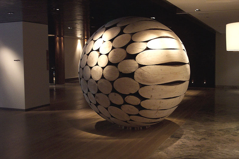 giant wooden spheres lee jae hyo sculptures 5 Colossal Wooden Spheres Made from Interlocking Wood