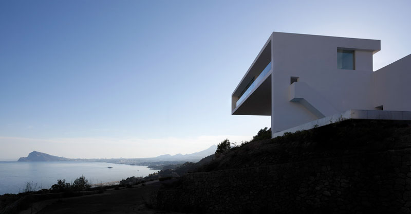 minimalist house on cliff fran silvestre arquitectos 1 A Cliffside Home Overlooking the Mediterranean