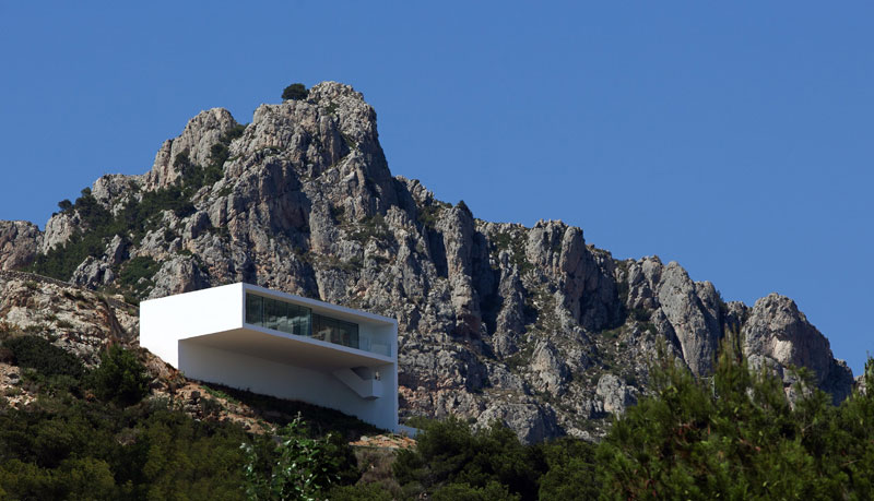 minimalist house on cliff fran silvestre arquitectos 11 A Cliffside Home Overlooking the Mediterranean