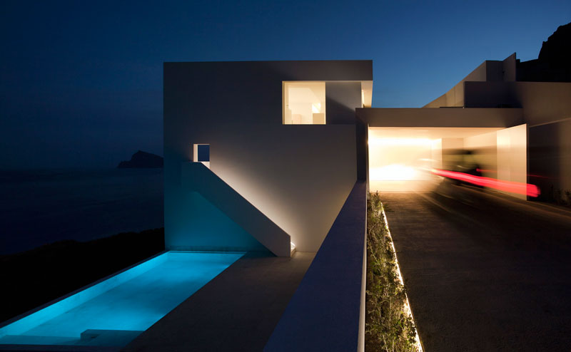 minimalist house on cliff fran silvestre arquitectos 14 A Cliffside Home Overlooking the Mediterranean