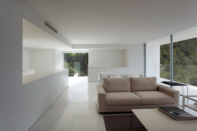 minimalist house on cliff fran silvestre arquitectos 17 A Cliffside Home Overlooking the Mediterranean