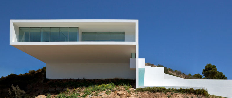 minimalist house on cliff fran silvestre arquitectos 2 A Cliffside Home Overlooking the Mediterranean