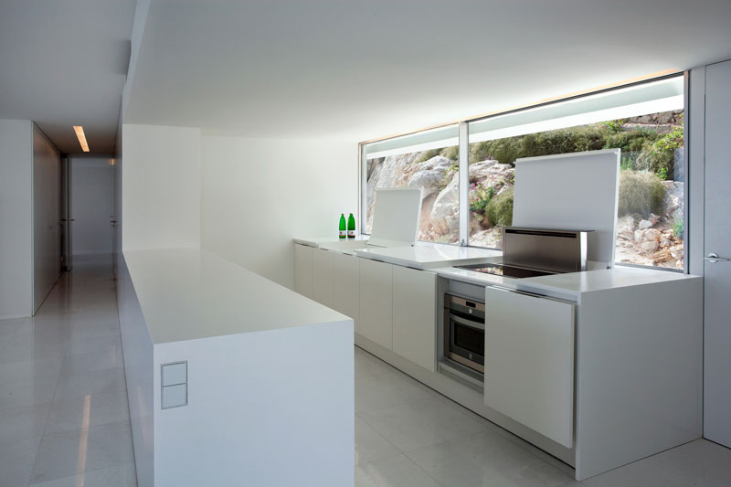 minimalist house on cliff fran silvestre arquitectos 20 A Cliffside Home Overlooking the Mediterranean