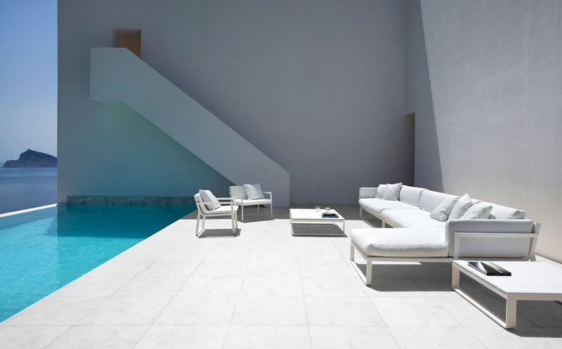 minimalist house on cliff fran silvestre arquitectos 6 A Cliffside Home Overlooking the Mediterranean