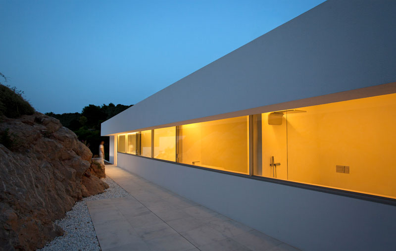minimalist house on cliff fran silvestre arquitectos 7 A Cliffside Home Overlooking the Mediterranean