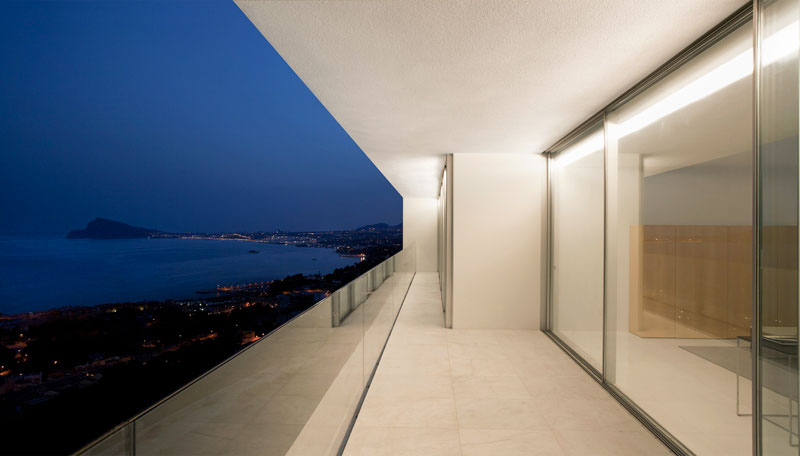 minimalist house on cliff fran silvestre arquitectos 8 A Cliffside Home Overlooking the Mediterranean