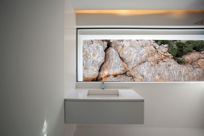 minimalist house on cliff fran silvestre arquitectos 9 A Cliffside Home Overlooking the Mediterranean
