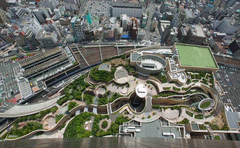 namba parks rooftop garden osaka japan jon jerde 9 The 8 Level Rooftop Park in Osaka, Japan