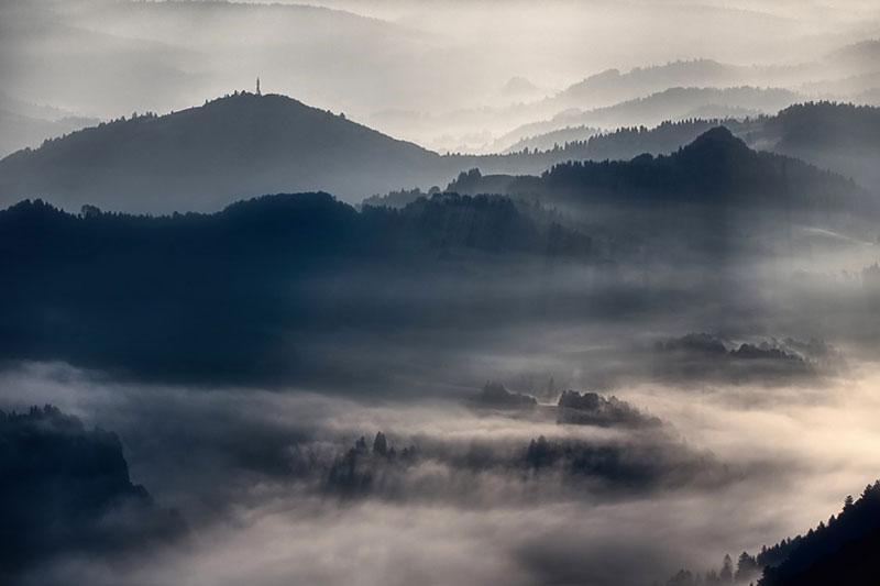 sun kissed landscape photos bathed in fog boguslaw strempel 4 Beautiful Sun Kissed Landscape Photos Bathed in Fog