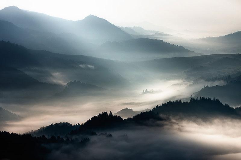 sun kissed landscape photos bathed in fog boguslaw strempel 7 Beautiful Sun Kissed Landscape Photos Bathed in Fog