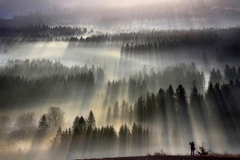 sun kissed landscape photos bathed in fog boguslaw strempel 8 Beautiful Sun Kissed Landscape Photos Bathed in Fog