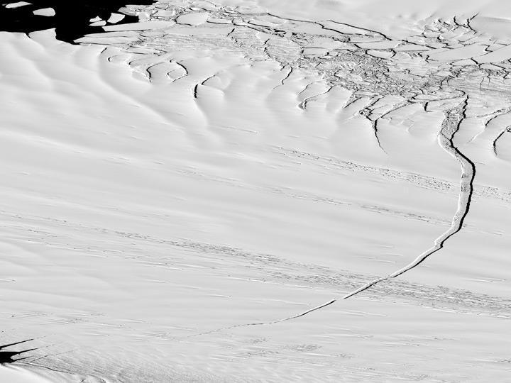 Antarctica-1 27 12 calving-shown digitalglobe satellite image