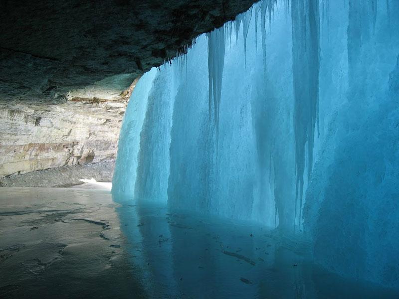 behiind a frozen waterfall minnehaha falls minnesota Picture of the Day: Behind a Frozen Waterfall
