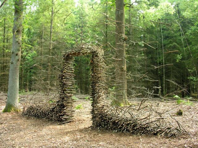 cornelia konrads floating sculptures that defy gravity 5 The Art of Rock Balancing by Michael Grab