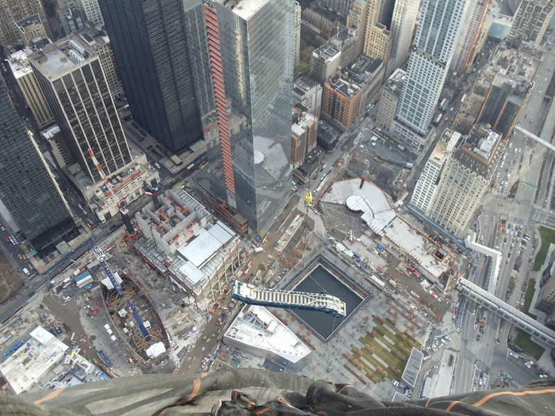 hoisting escaltor to 101st floor of one world trade center thyssenkrupp elevator (1)