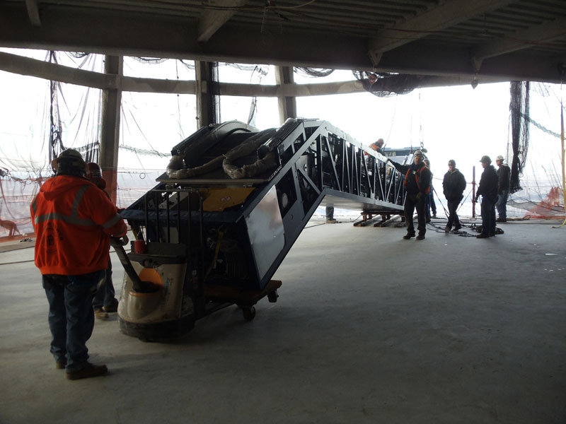 hoisting escaltor to 101st floor of one world trade center thyssenkrupp elevator (10)