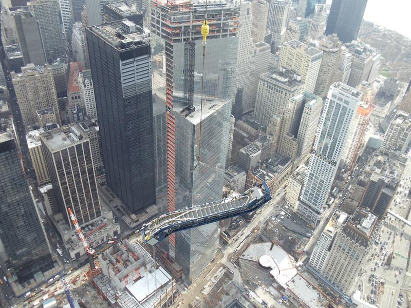 hoisting escaltor to 101st floor of one world trade center thyssenkrupp elevator (4)