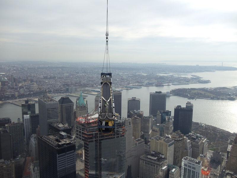 hoisting escaltor to 101st floor of one world trade center thyssenkrupp elevator (7)