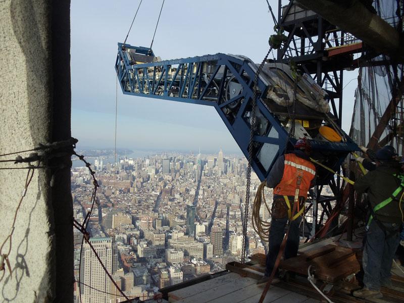 hoisting escaltor to 101st floor of one world trade center thyssenkrupp elevator (8)