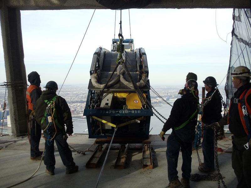 hoisting escaltor to 101st floor of one world trade center thyssenkrupp elevator (9)