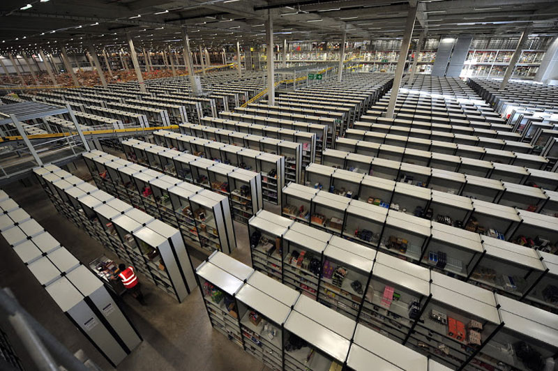 inside amazon's chaotic storage warehouses (4)