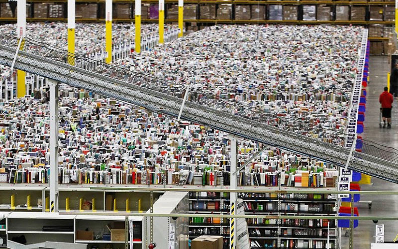 inside amazon's chaotic storage warehouses (6)