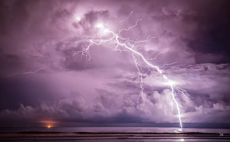 lightning long exposure1 Picture of the Day: Long Exposure Lightning Strike