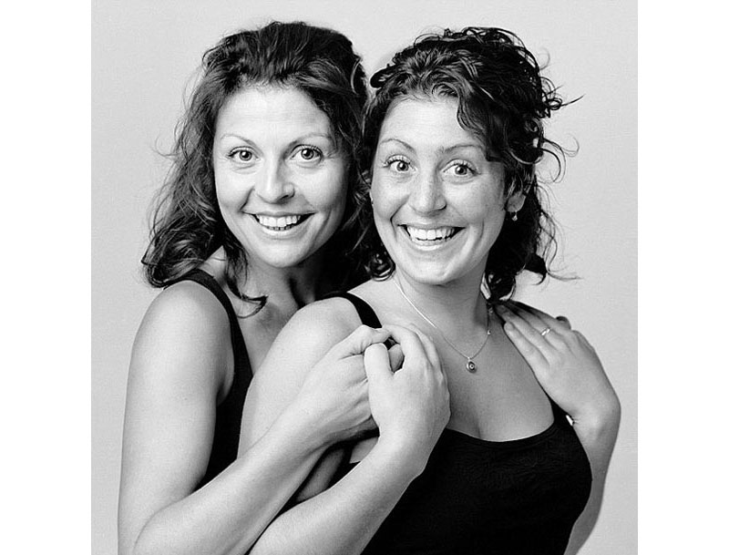 portraits of doppelgangers with no relation francois brunelle 16 Photographers in Love Do the Same Embrace Wherever They Go