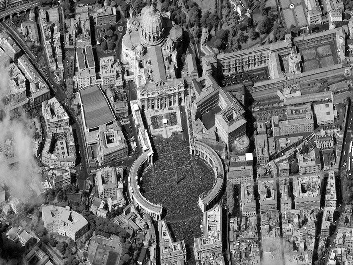 Saint-Peter's-Square,-Vatican-City-4-08-12-easter digitalglobe satellite image