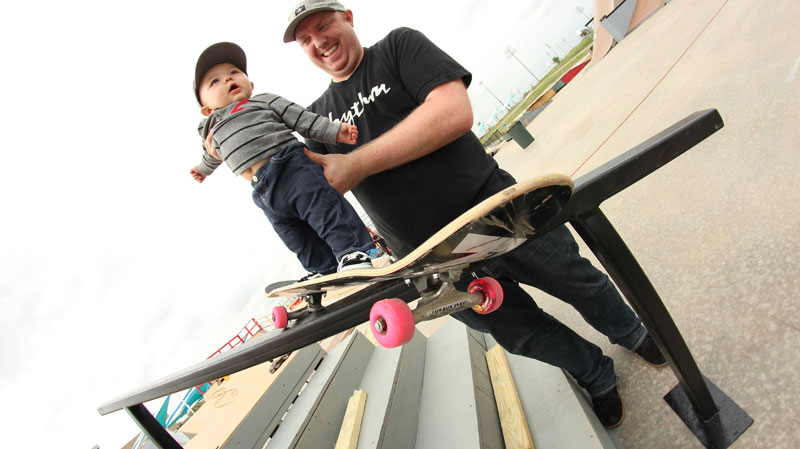 baby on skateboard grinding rail original with dad Picture of the Day: Baby on Board
