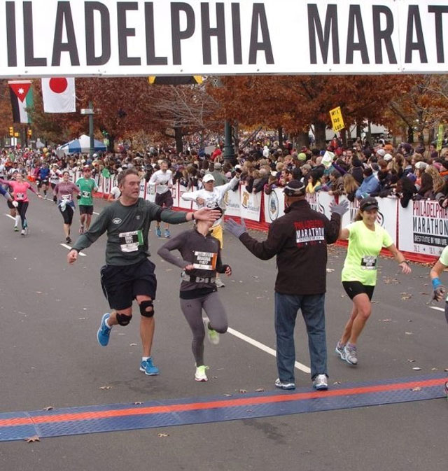 guy slaps woman trying to high five mayor at philadelpha marathon The Shirk Report   Volume 196
