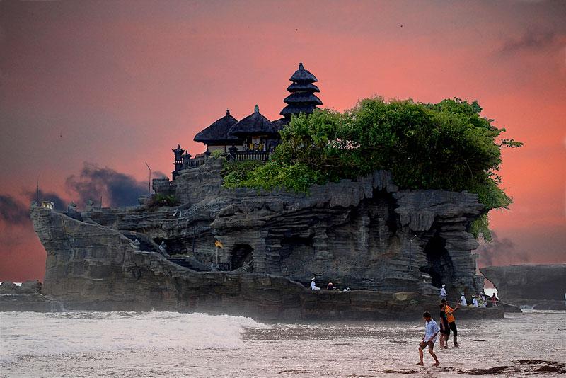 pura tanah lot sea temple bali indonesia Picture of the Day: Balis Tanah Lot Sea Temple