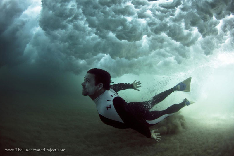 swimmers underwater by mark tipple underwater project (3)