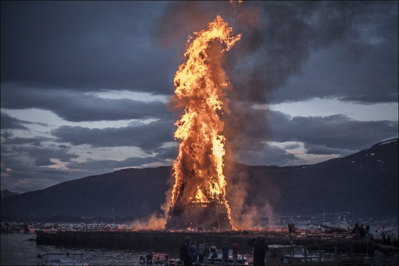 worlds biggest bonfire alesund norway sankthans slinningsbalet midsummer 4 To Mark the End of Winter, Everyone in this Indian Region Flies a Kite