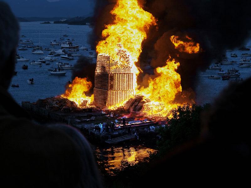 worlds biggest bonfire alesund norway sankthans slinningsbalet midsummer (7)