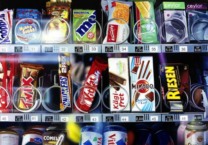 hyperrealistic paintings Roberto Bernardi Candy-machine