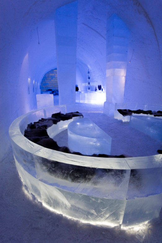 icebar jukkas bb 522x800 72 100 The Largest Ice and Snow Hotel in the World